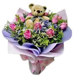 Розовые розы с игрушкой