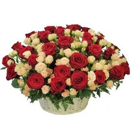 Корзина цветущей любви