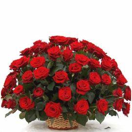 Траурная корзина 70 роз