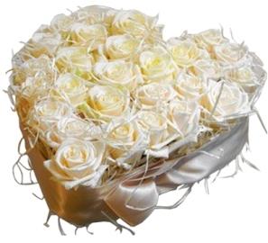 Белое свадебное сердце из роз